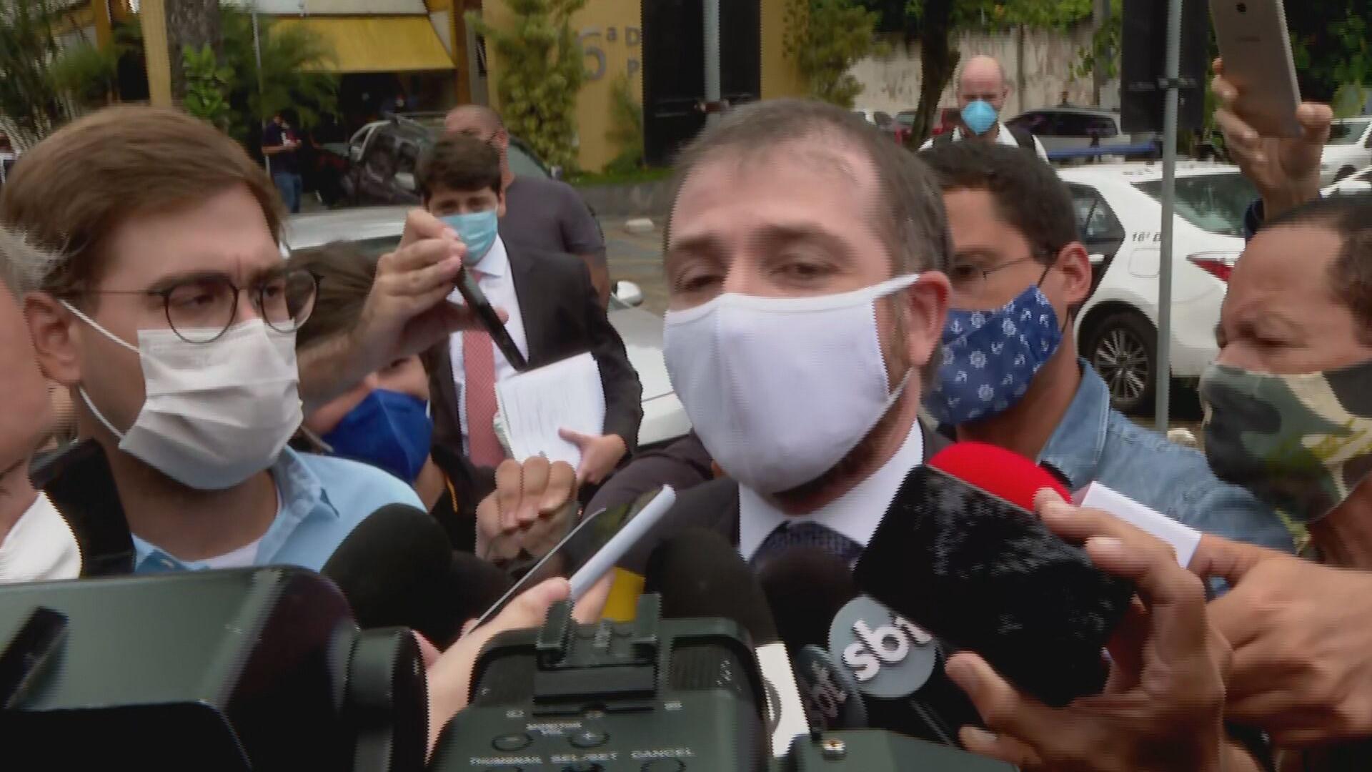 O advogado do vereador Dr. Jairinho (Solidariedade), André França Barreto fala s
