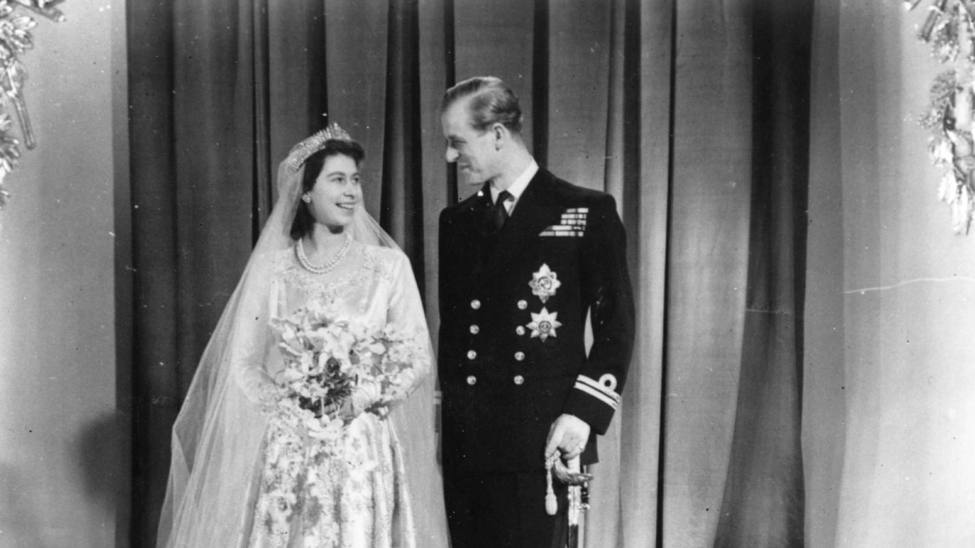 Philip com Elizabeth no casamento deles, em 1947