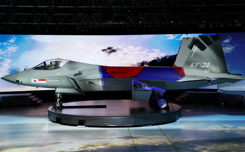 O caça supersônico sul-coreano KF-21