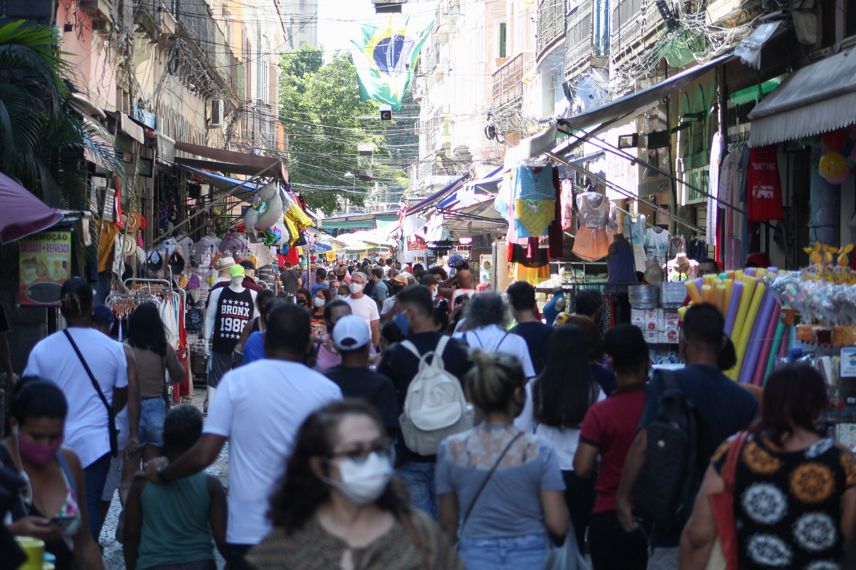 Movimentação no Saara, centro do Rio de Janeiro, em meio à pandemia de Covid-19