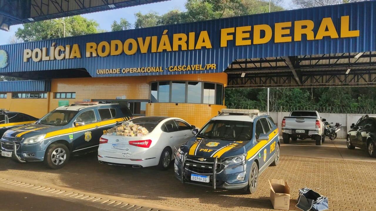 Polícia Federal encontra R$ 1,26 milhão em carro no Paraná durante vistoria