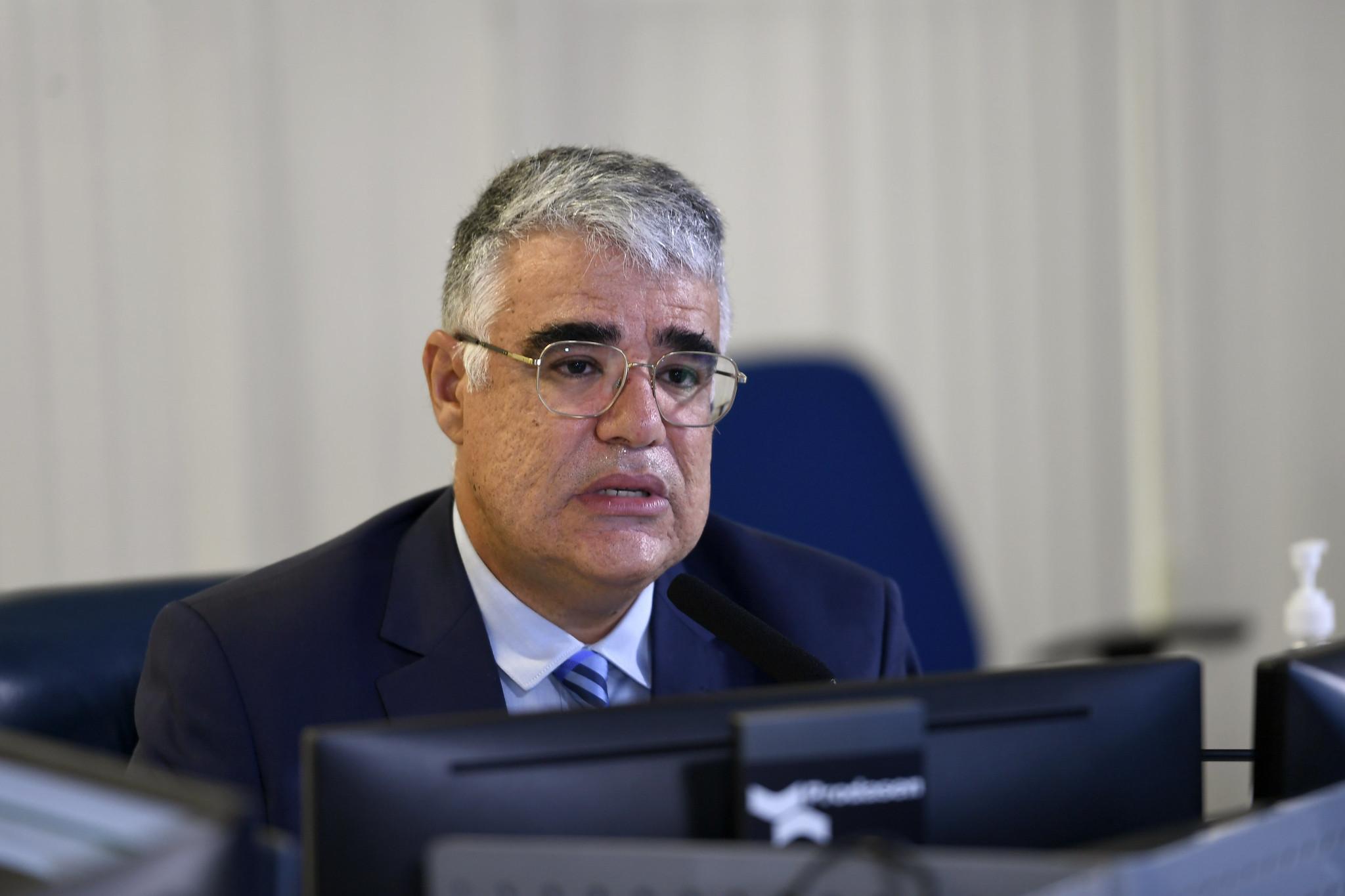 Senador Eduardo Girão (Podemos-CE) em sessão sobre a Covid-19