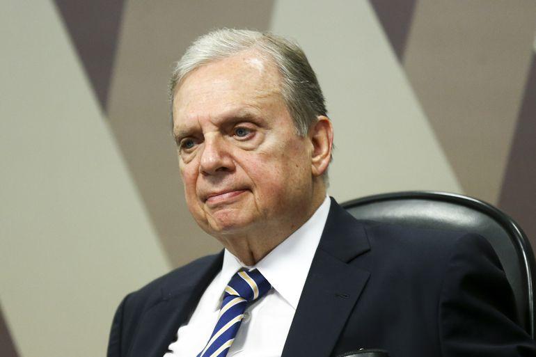 Senador Tasso Jereissati durante sessão da Comissão de Constituição e Justiça