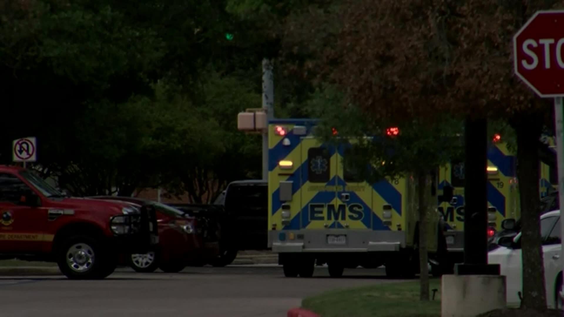 Tiroteio deixou ao menos três mortos, segundo a polícia