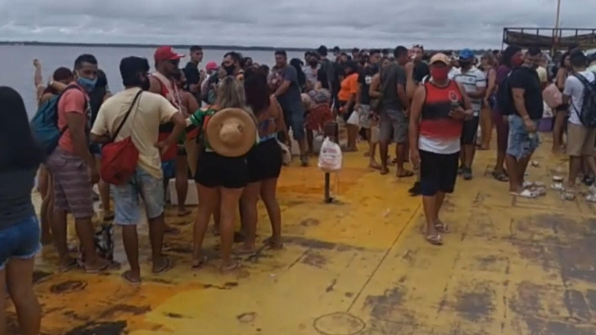 Polícia impede saída de embarcação com 800 pessoas em Manaus