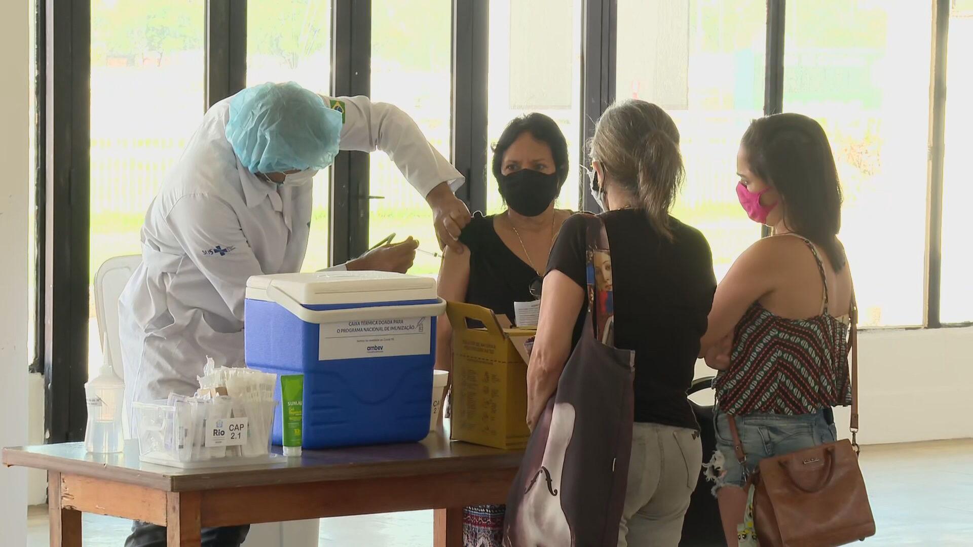 Grávidas com comorbidades já podem ser vacinadas no RJ