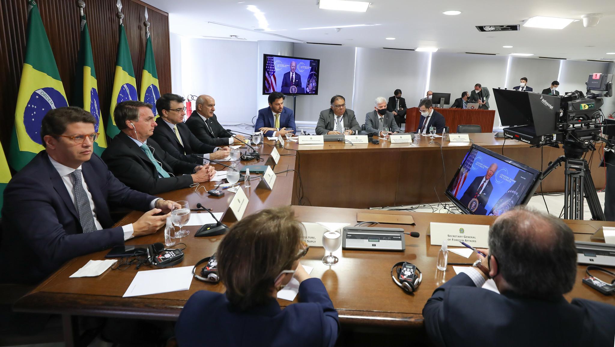 Bolsonaro acompanha a fala de Biden na Cúpula de Líderes sobre o Clima