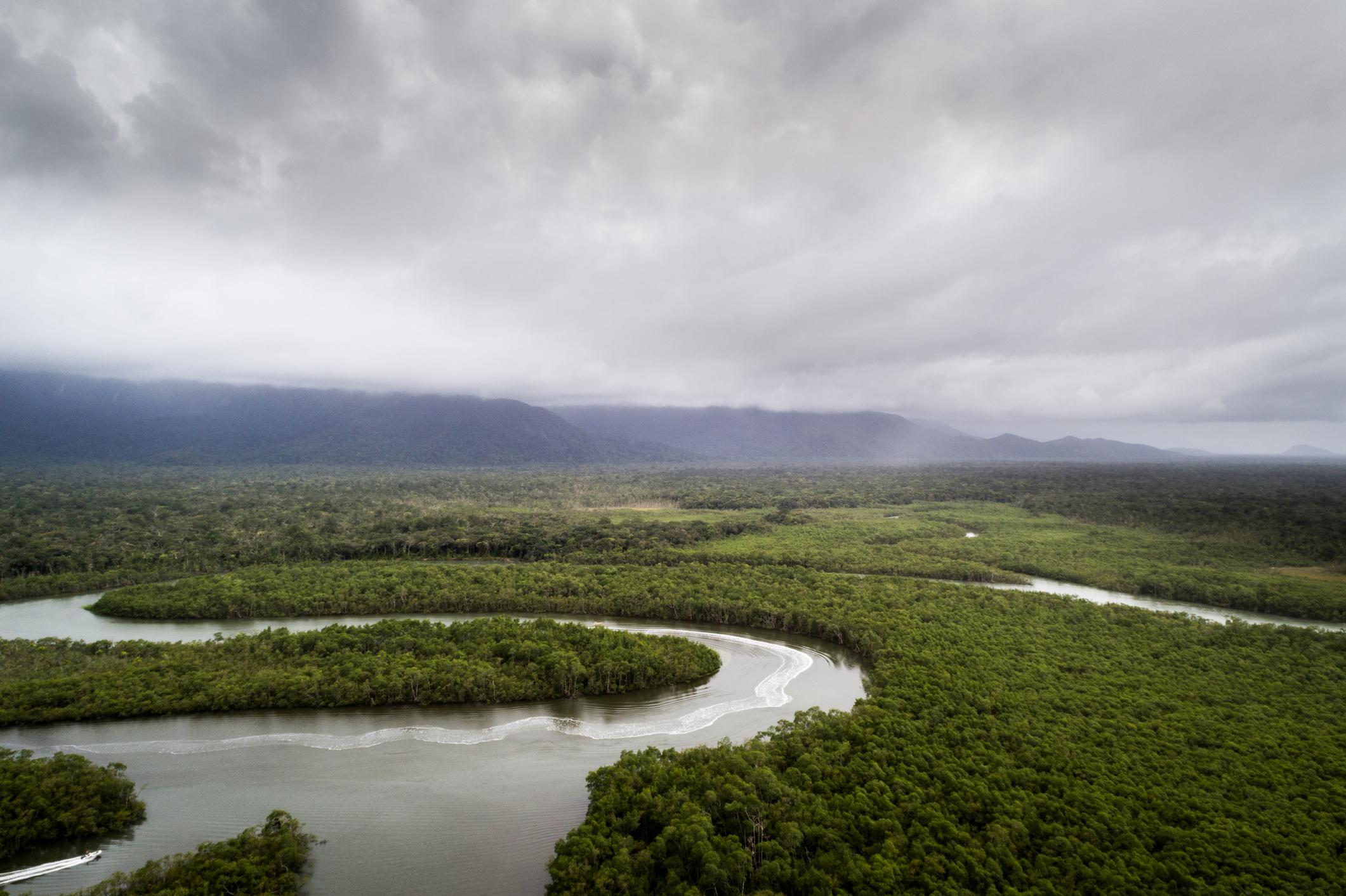 Conhecido por sua planície alagável e detentor do título de maior área úmida tro