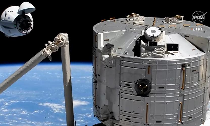 Nave se aproxima da ISS