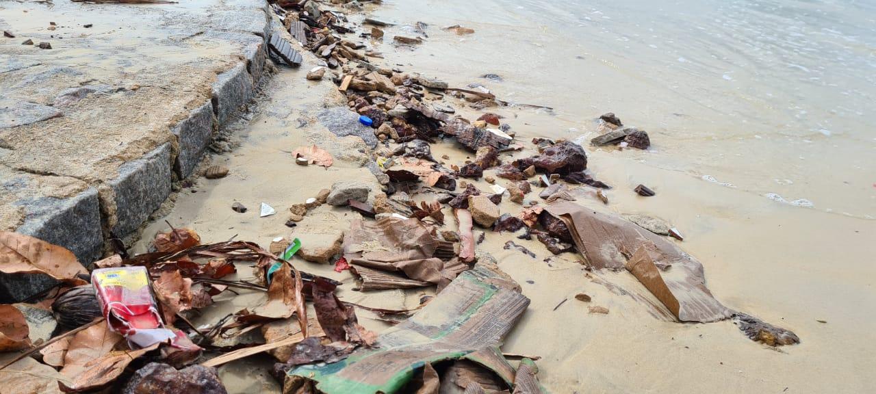 Lixo urbano em praia do Rio Grande do Norte