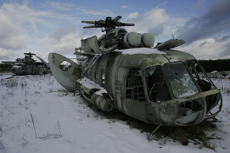 Helicóptero abandonado após atuação em Chernobyl