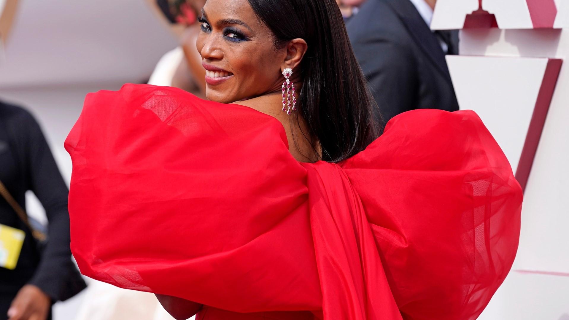 Angela Bassett, que deu voz a uma das personagens de Soul, no tapete vermelho