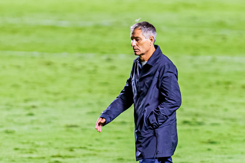 Ariel Holan deixou o comando do Santos depois de 12 jogos