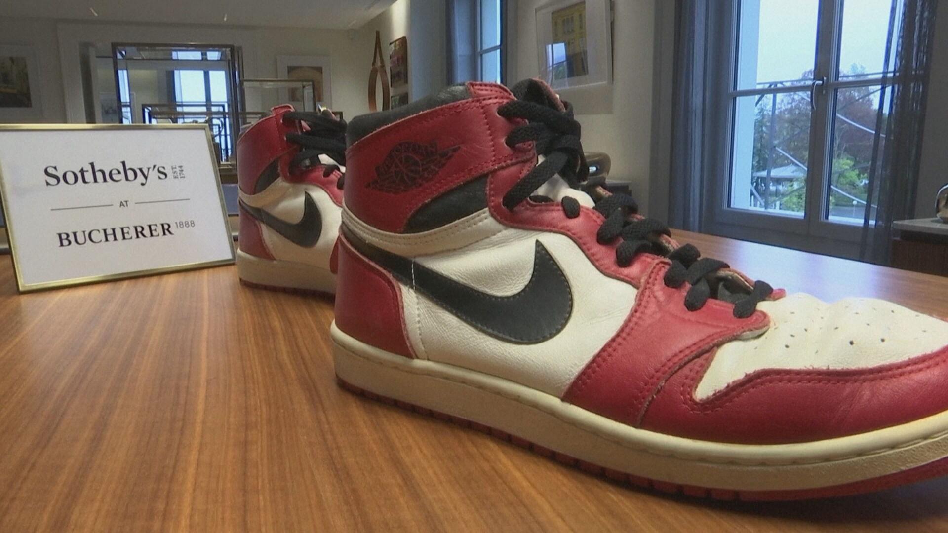 Tênis usado por Michael Jordan em sua temporada de calouro vai a leilão (28.abr.