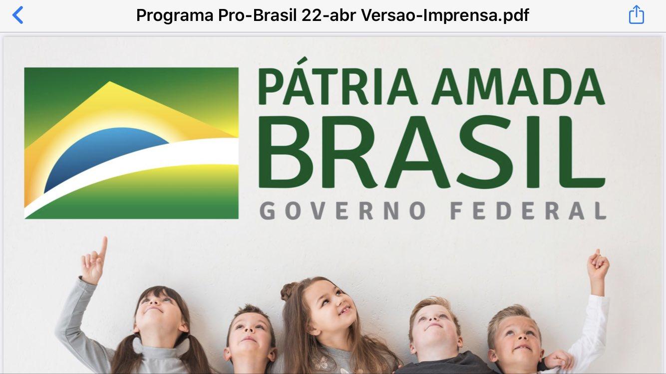 """Sob o slogan """"Pátria Amada Brasil"""", crianças brancas no material do Pró-Brasil."""