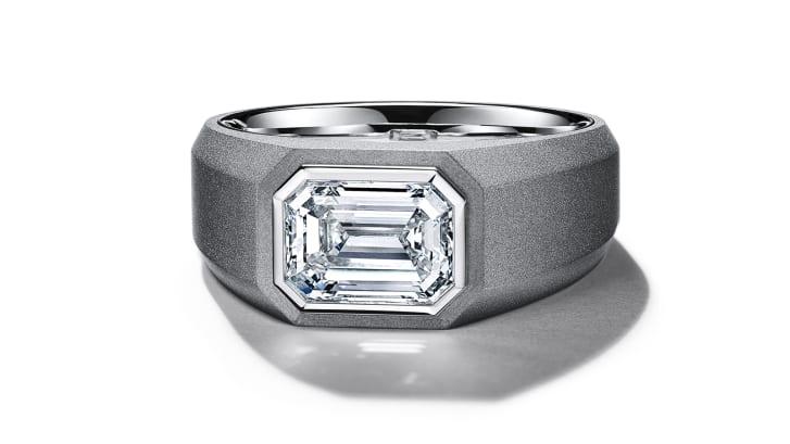 Tiffany & Co. passa a criar anéis de noivado para homens