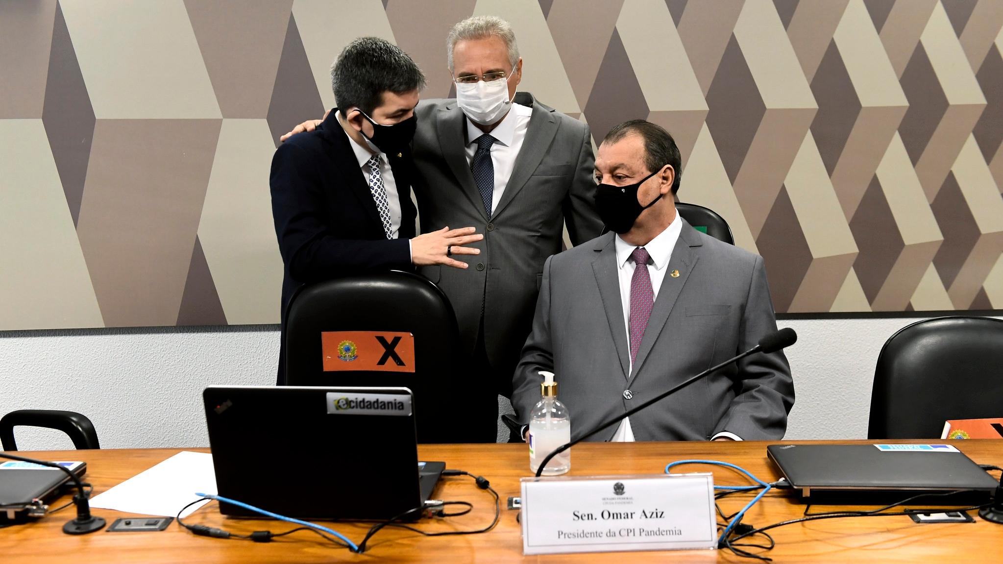Randolfe Rodrigues, Renan Calheiros e Omar Aziz em reunião da CPI da Pandemia
