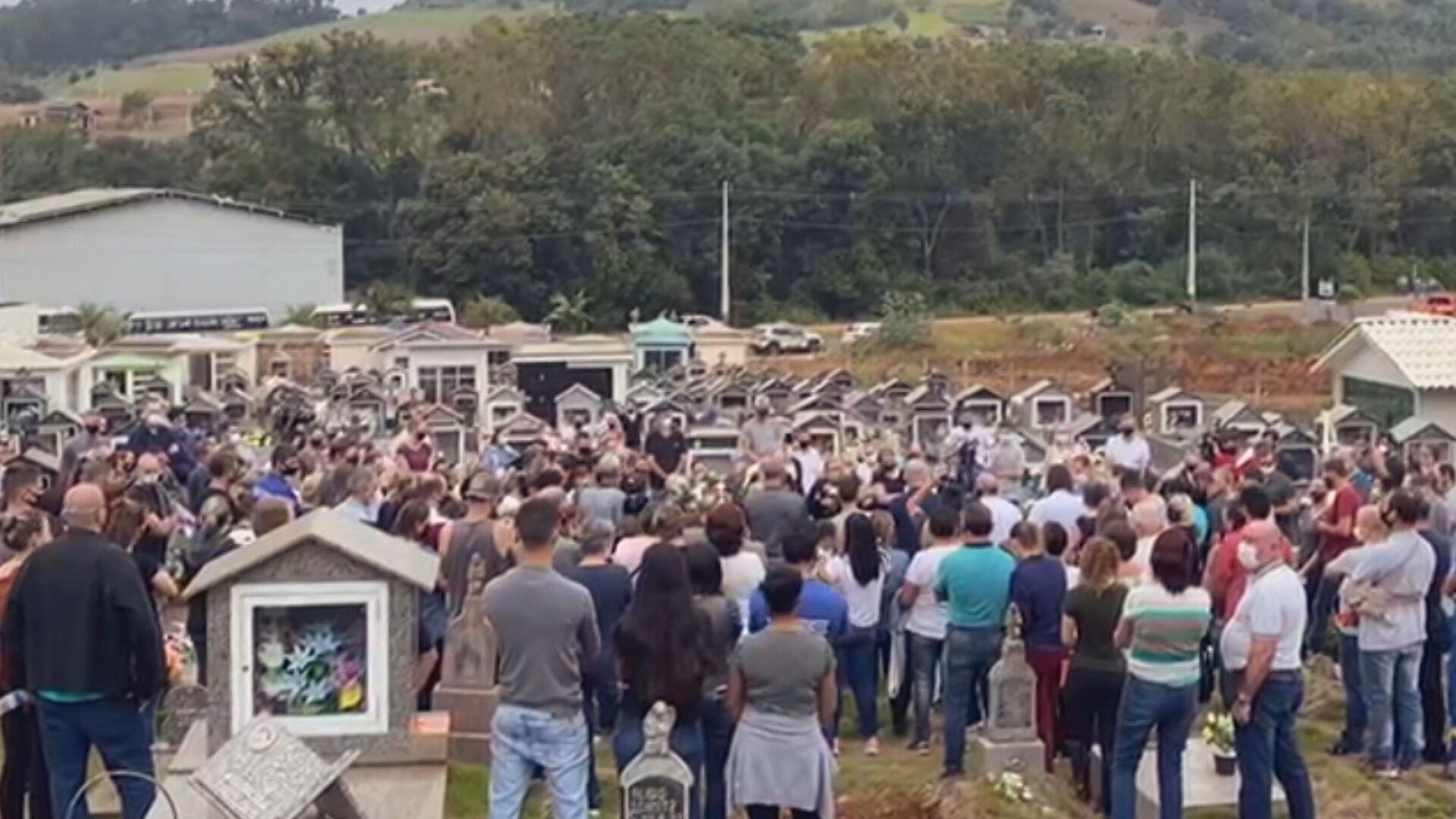 Sepultamento das vítimas de ataque à creche em Saudades, em Santa Catarina (05.m