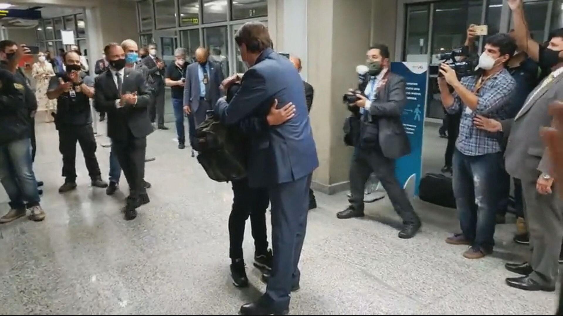 Bolsonaro recebe ex-motorista do jogador de futebol Fernando Lucas Martins