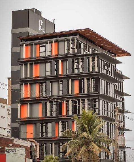 Edifício de 8 pavimentos com cerca de 3.300 m² fabricado e instalado em 100 dias