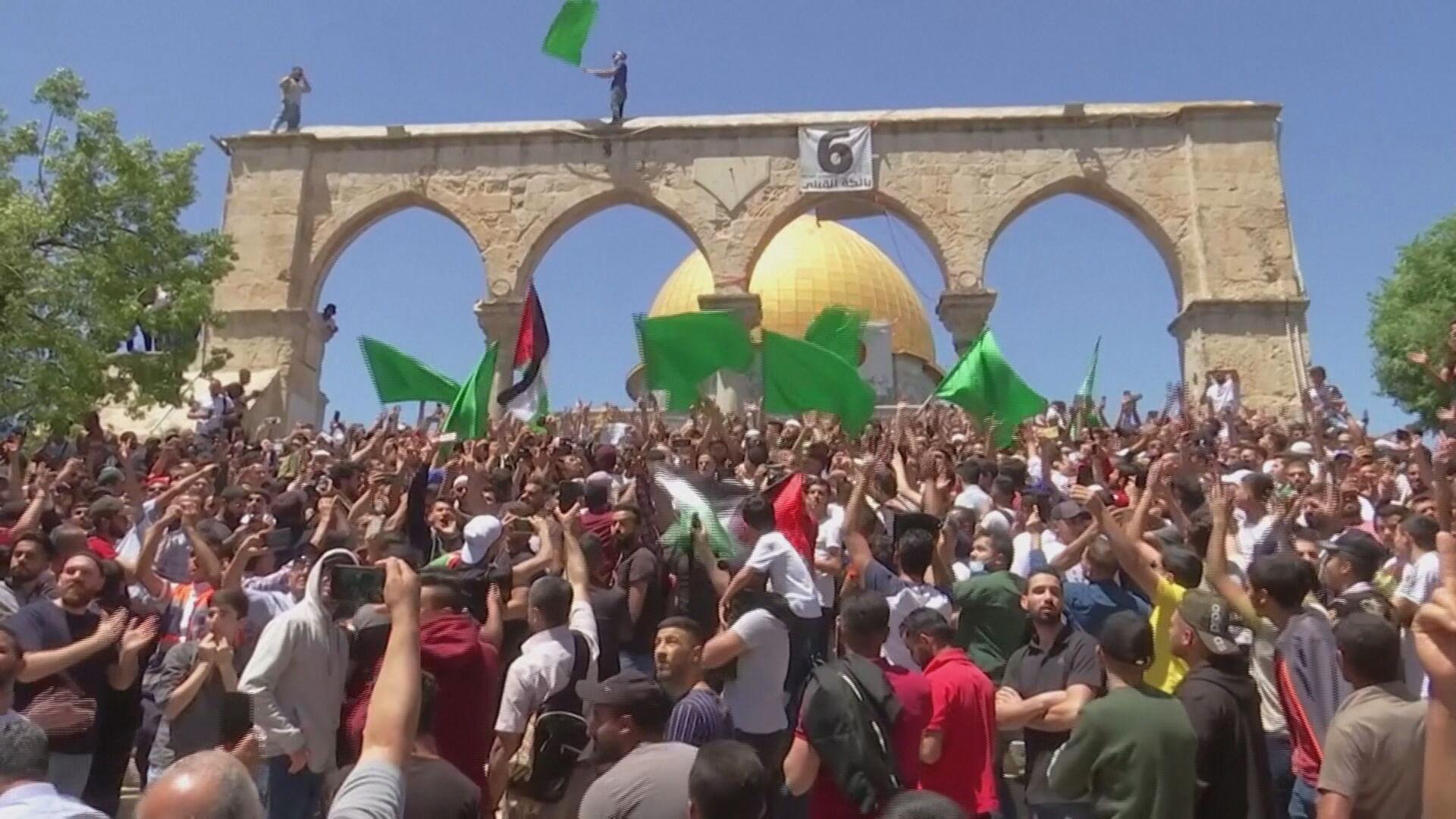Palestino protestam contra a construção de assentamentos israelenses (7.mai.2021