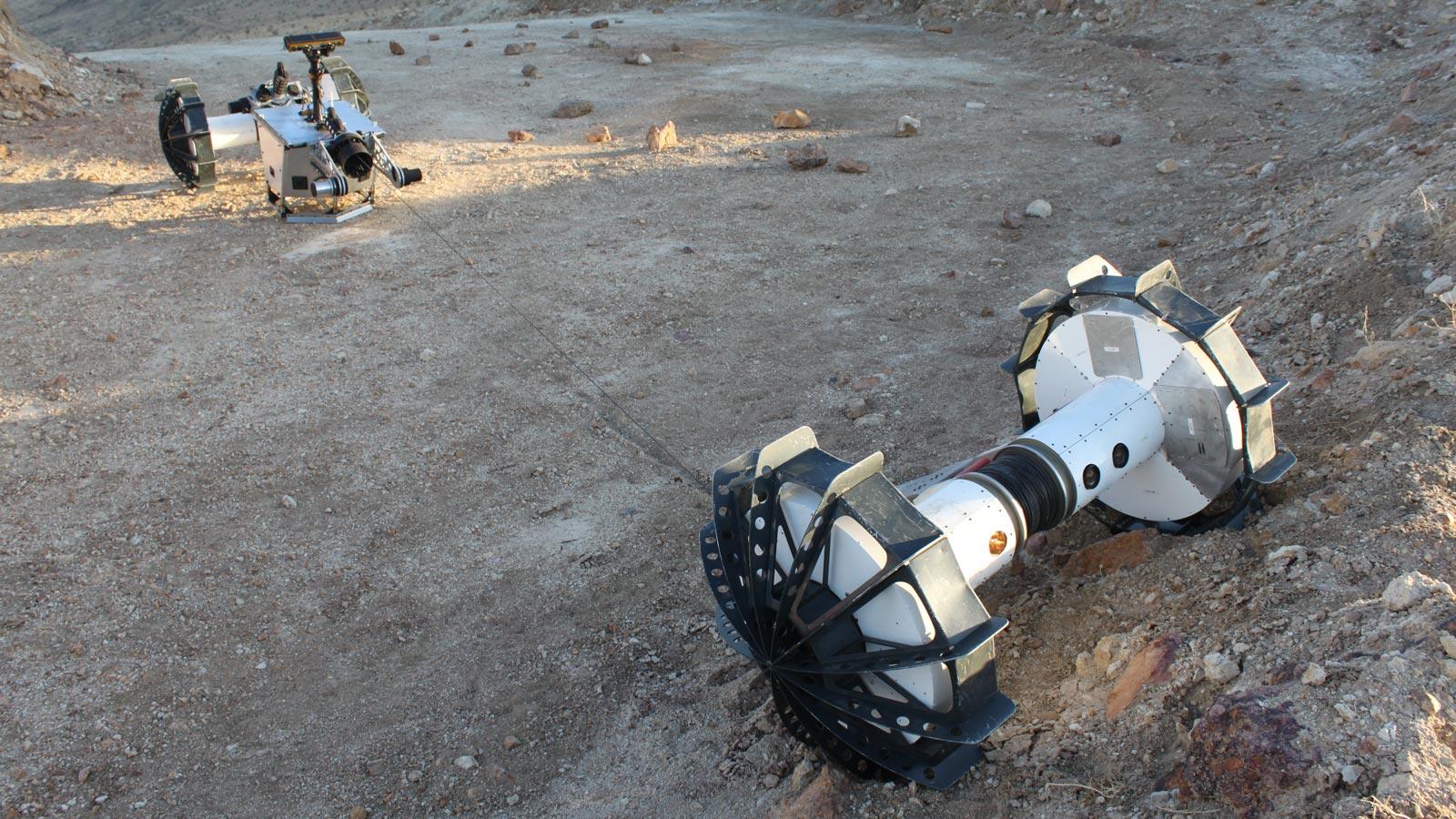 O rover DuAxel pode se separar em dois robôs com um eixo único