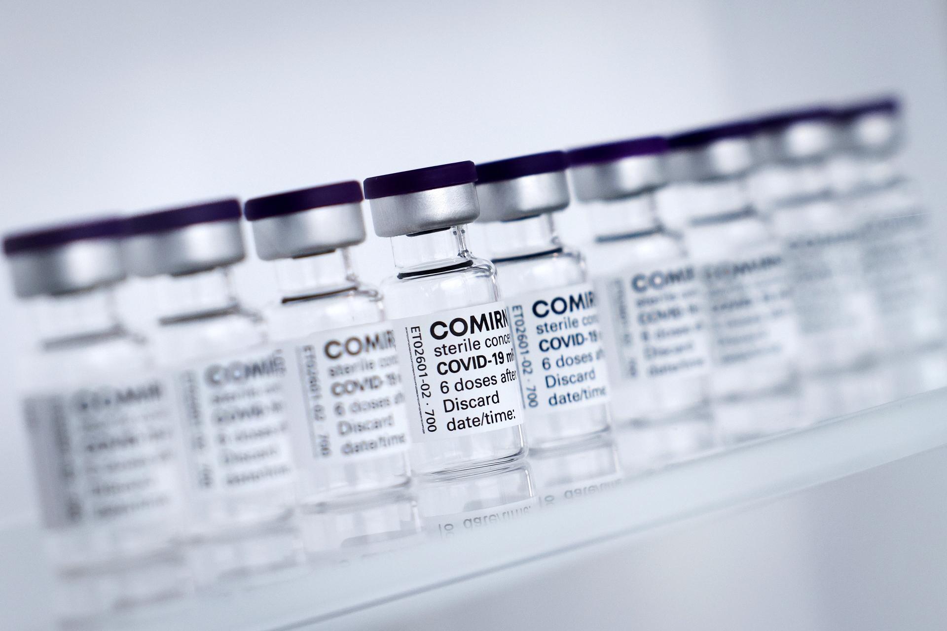 UE assinou novo contato para comprar até 1,8 bilhão de doses de vacina da Pfizer
