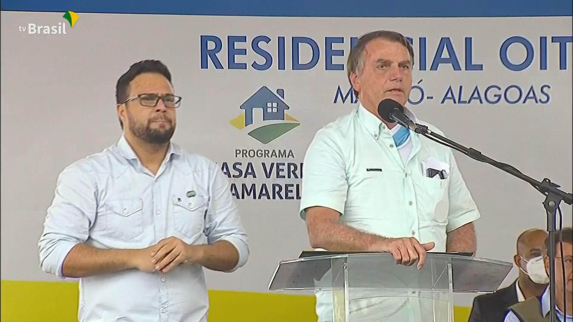 O presidente Jair Bolsonaro participou de entrega de casas em Alagoas