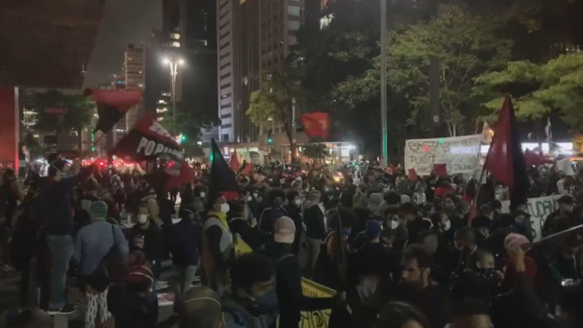 Manifestantes protestaram na Avenida Paulista pedindo o fim do racismo
