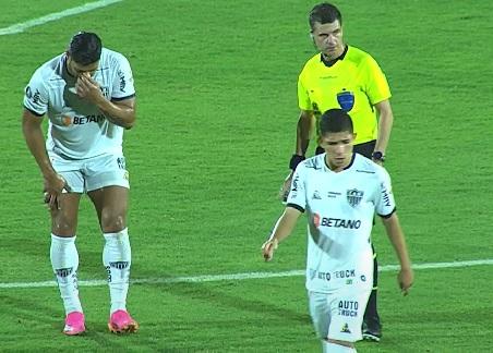 Jogo entre Atlético Mineiro e América de Cali é interrompido