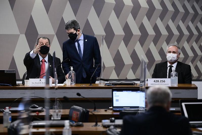 Senadores Randolfe Rodrigues, Omar Aziz e Renan Calheiros