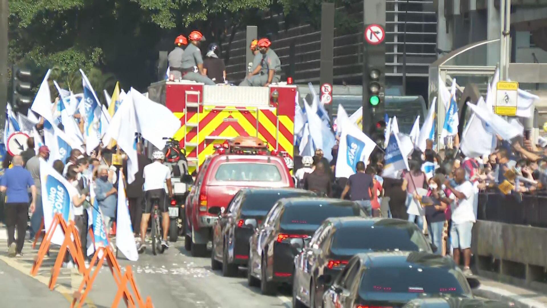 Cortejo com corpo de Bruno Covas pelas ruas de São Paulo (16.Mai.2021)