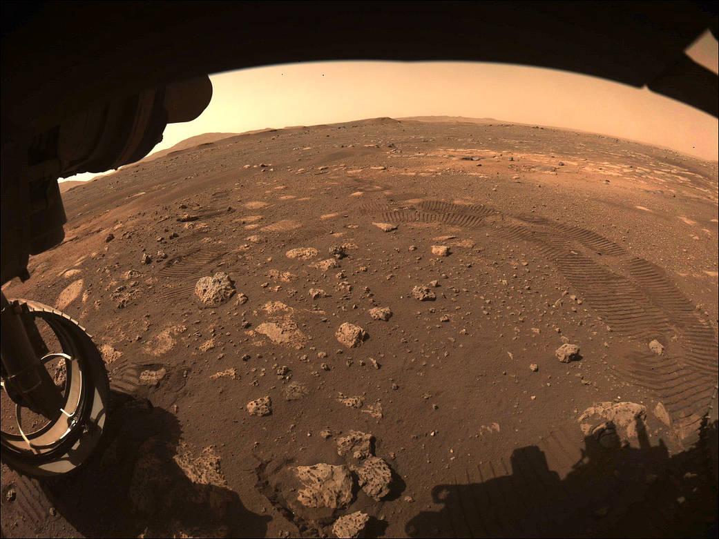 Rover Perseverance dirige em Marte pela primeira vez