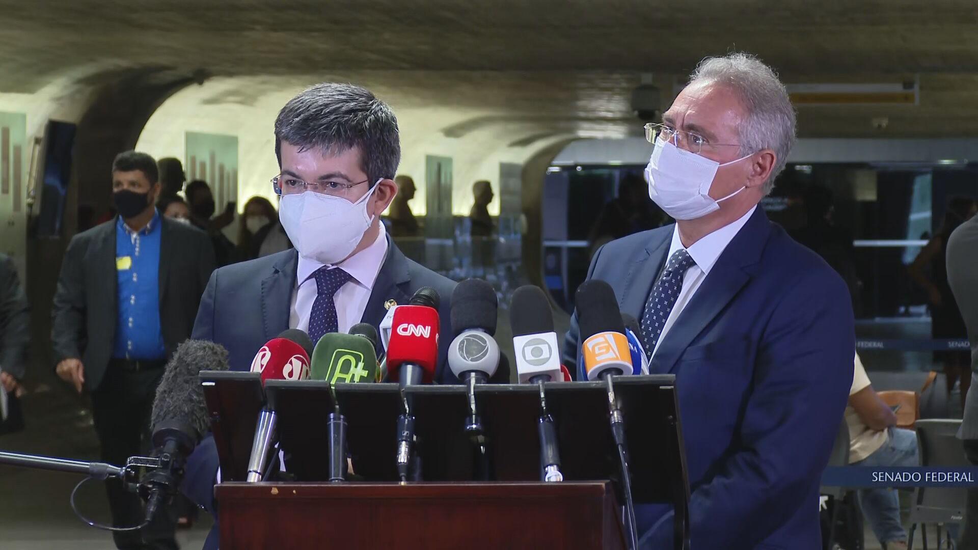 Relator da CPI Renan Calheiros e Randolfe Rodrigues, vice-presidente da comissão