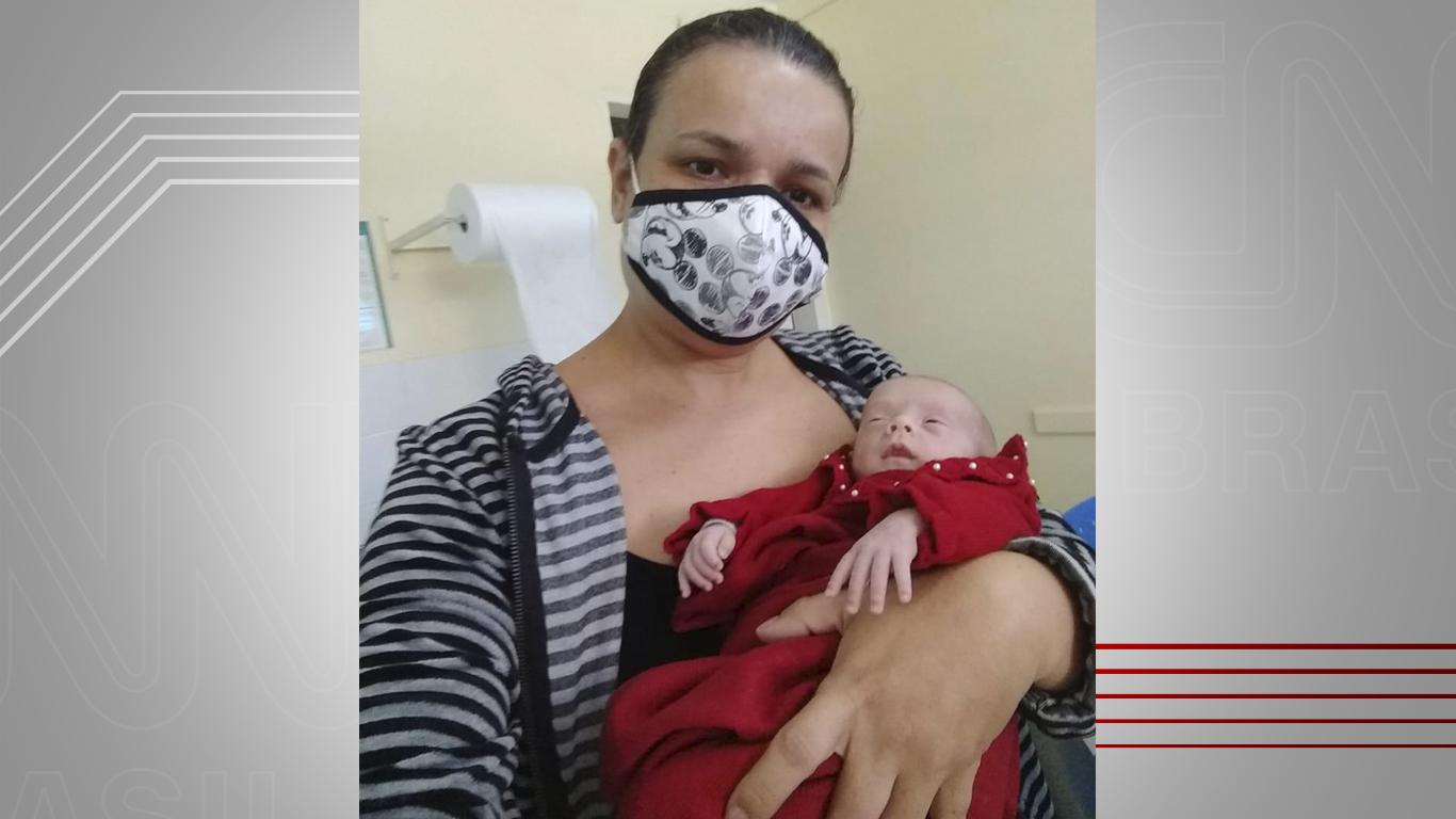 Mãe e filha beneficiadas com doação de leite materno