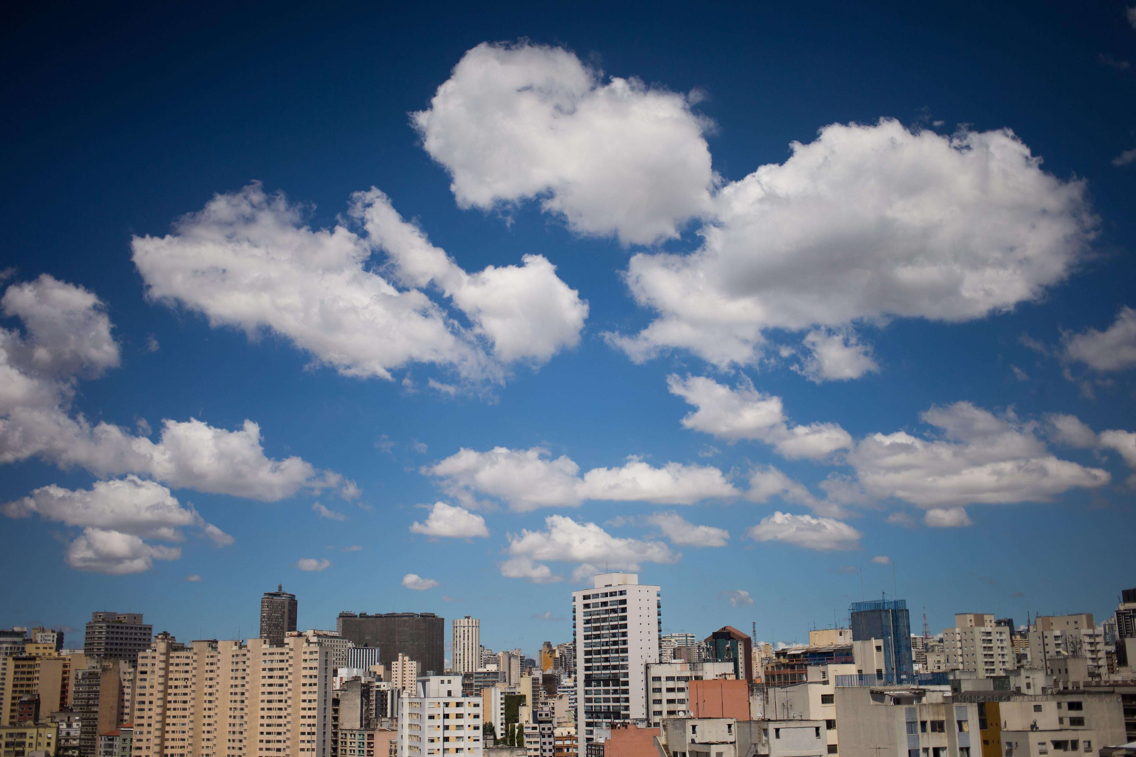 Imagem do bairro de Santa Cecília, em São Paulo, mostra redução de poluição