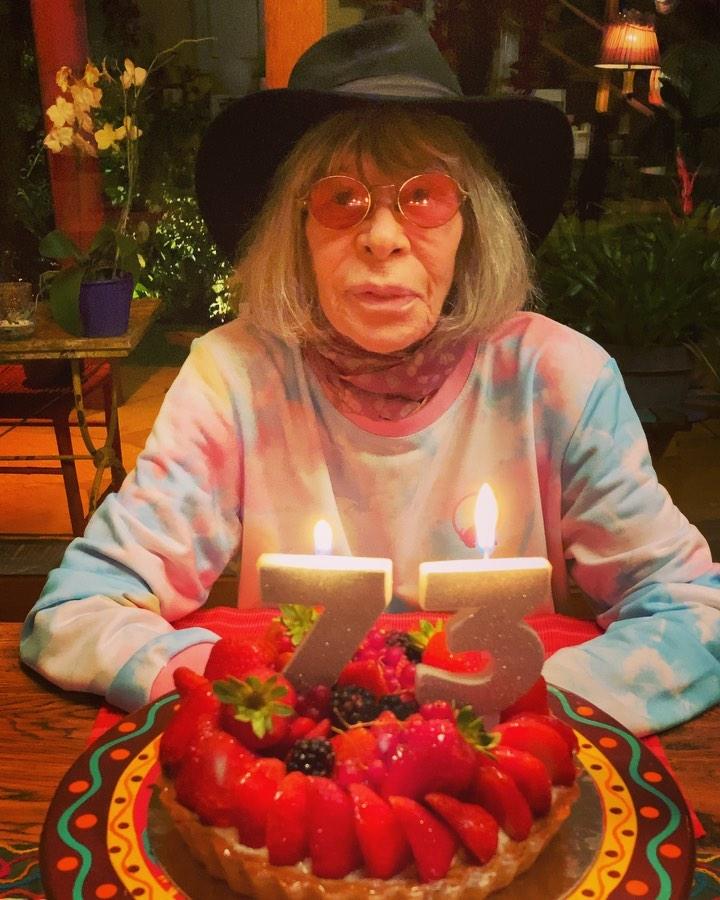 Rita Lee comemora aniversário de 73 anos