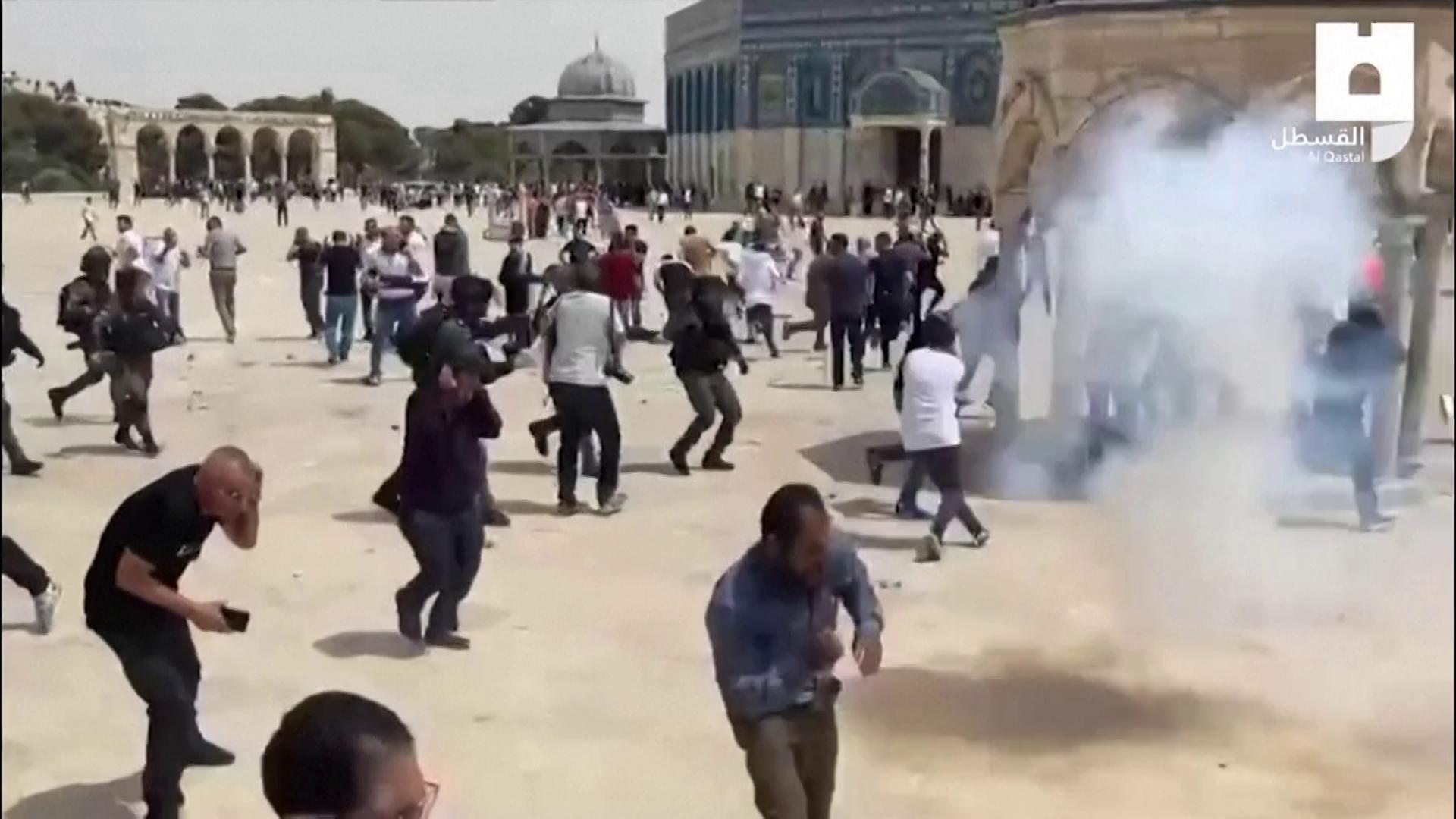 Palestinos e a polícia israelense entraram em confronto em Jerusalém