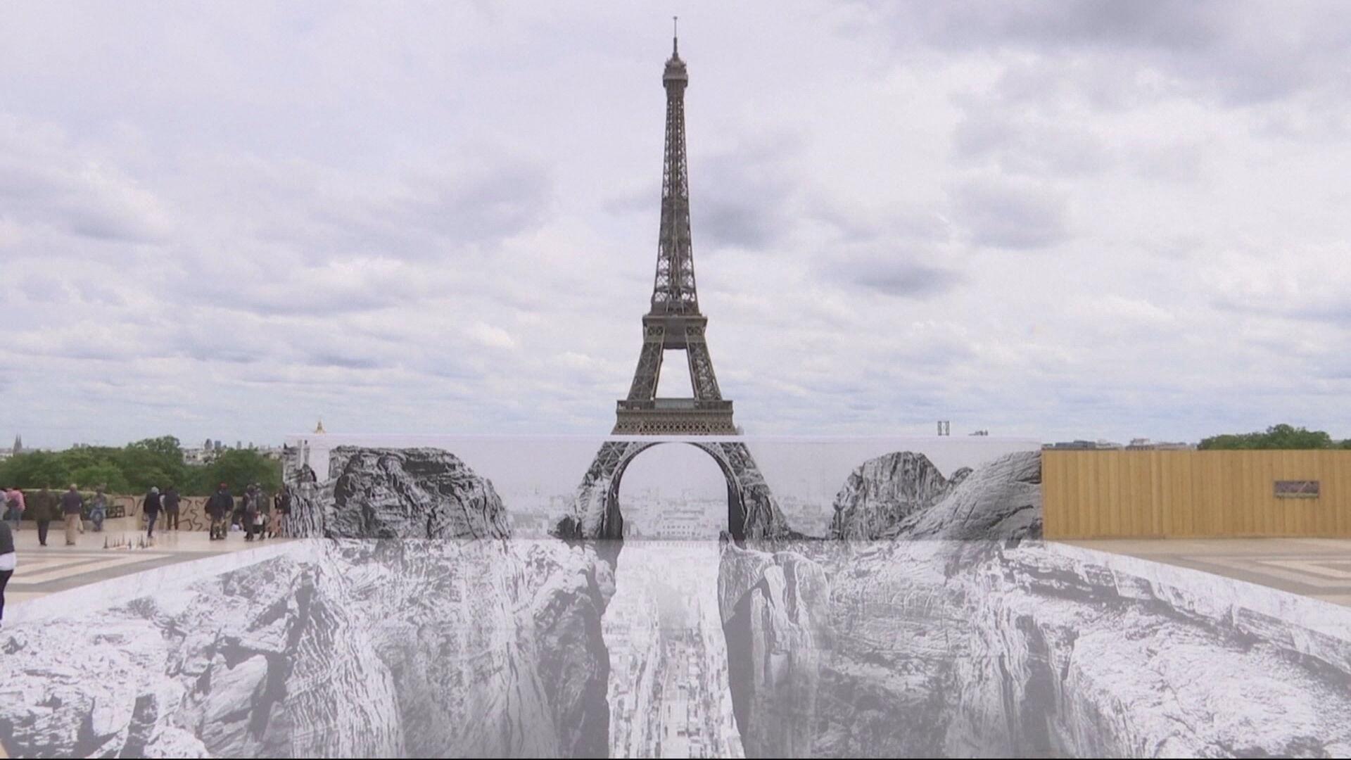 Torre Eiffel, em Paris, ganha novo cenário
