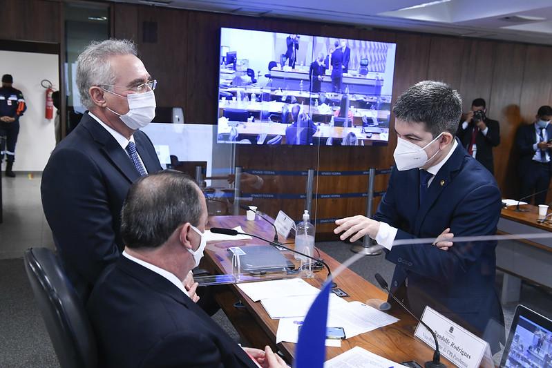 Presidente, vice e relator da CPI da Pandemia se reúnem antes da sessão