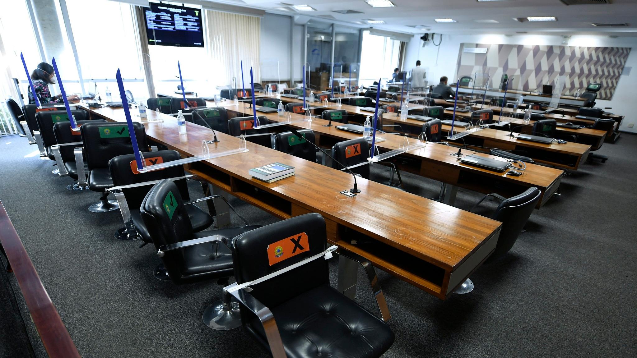Senadores suspenderam sessão da CPI da Pandemia para reunião fechada