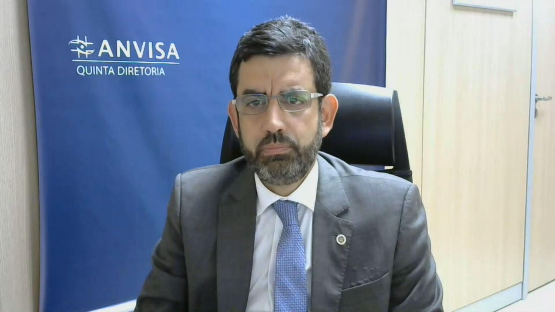 O diretor da Anvisa Alex Machado Campos em entrevista à CNN