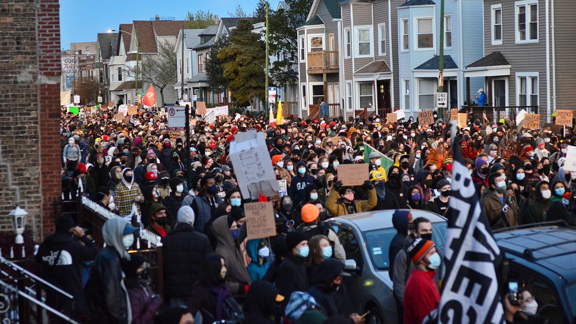 Protesto em Chicago após Adam Toledo, de 13 anos, ser morto pela polícia