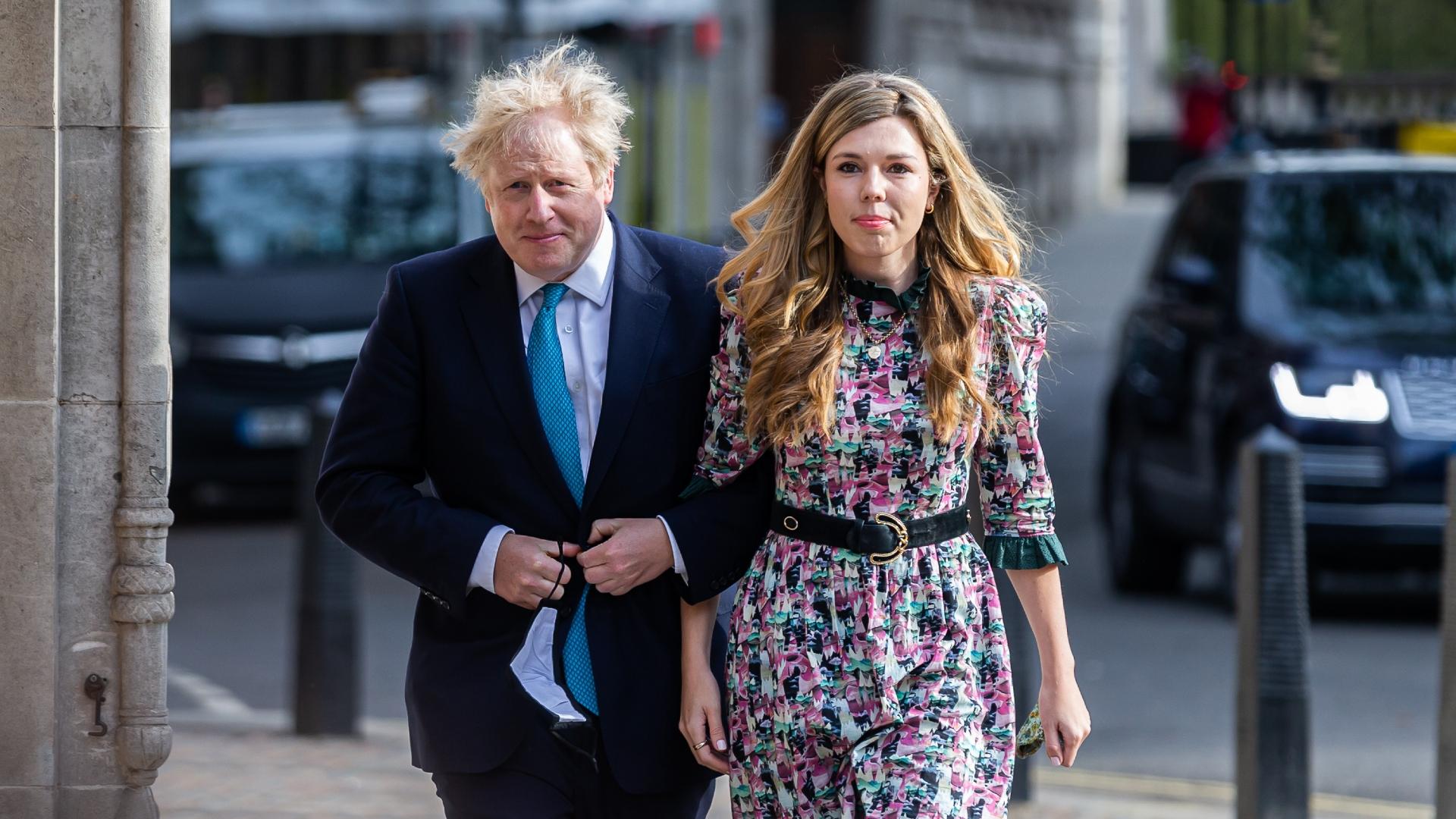 Boris Johnson e Carrie Symonds se casaram em cerimônia secreta em Londres
