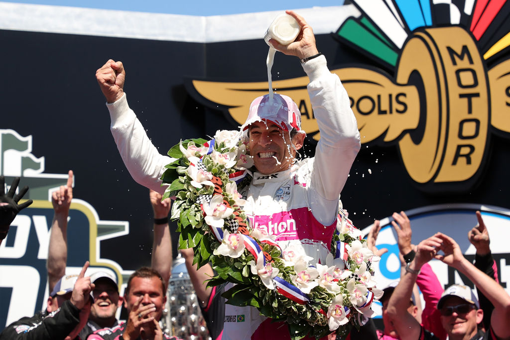 Hélio Castroneves comemora sua quarta vitória nas 500 Milhas de Indianápolis