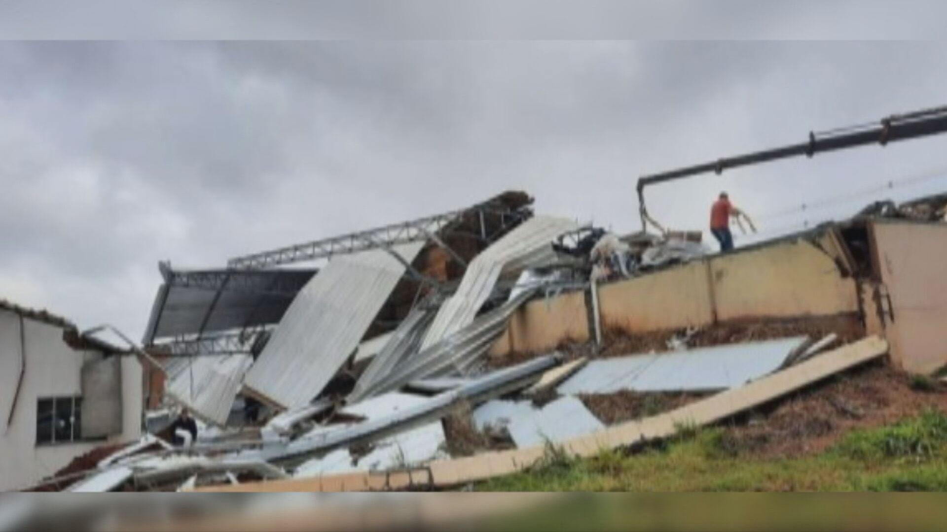 Tornado com ventos de 123 Km/h atinge Santa Catarina (30.Mai.2021)