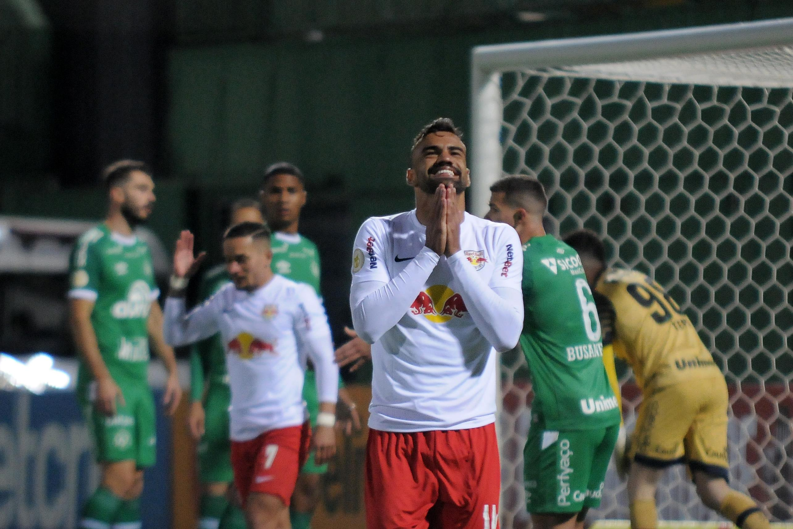 Lance durante partida entre Chapecoense e RB Bragantino, válido pelo Campeonato