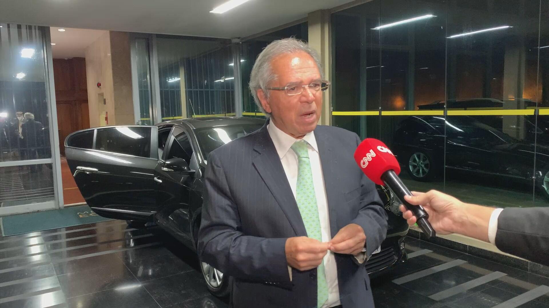O ministro da Economia, Paulo Guedes, em entrevista à CNN