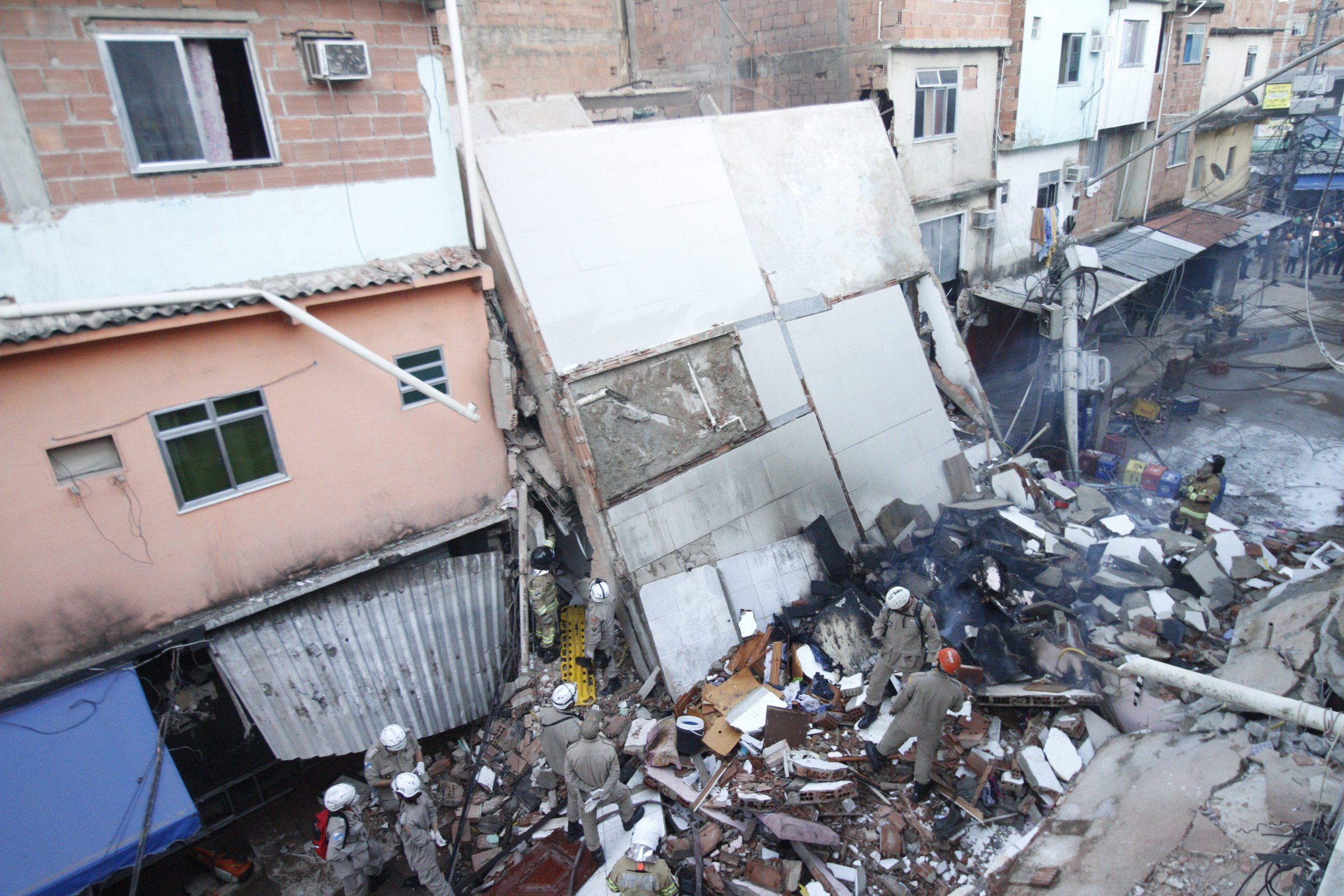 Desabamento de prédio residencial em Rio das Pedras, na zona oeste do Rio de Jan