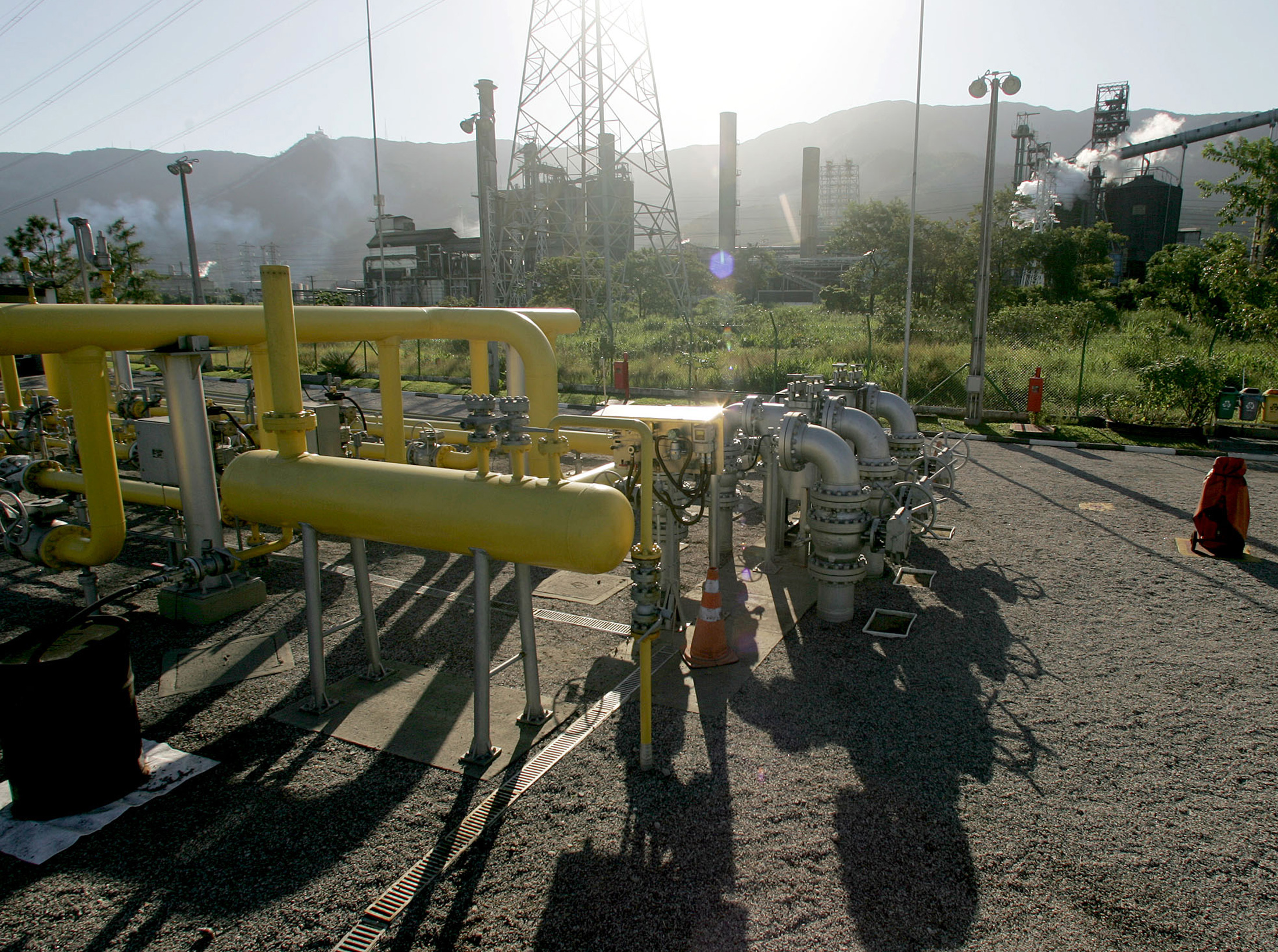 Instalações de gás natural em Cubatão, no litoral de São Paulo